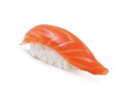 Суши с копченым лососем